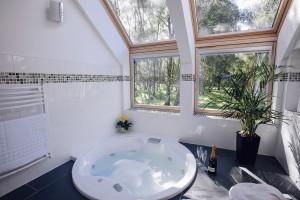 Luxury whirlpool bathroom, 5 star lodge Highlands