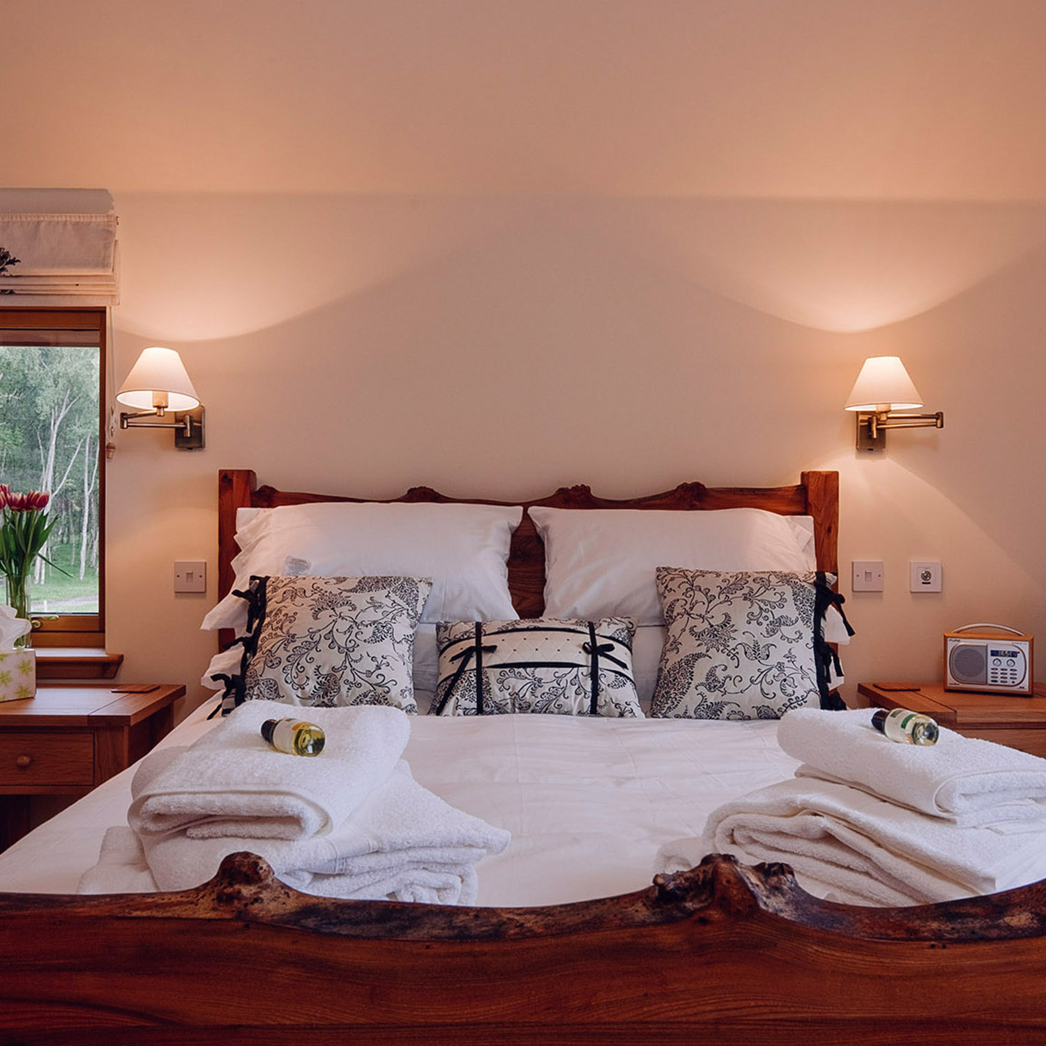 Luxury king-sized bedroom, 5 star Lodge near Inverness